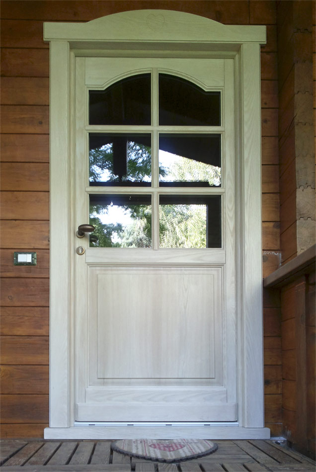 Portoncino di ingresso in legno lavorato - Falegnameria Regalli