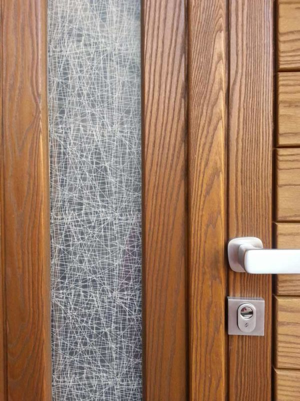 vetro di porta con inserto in stoffa